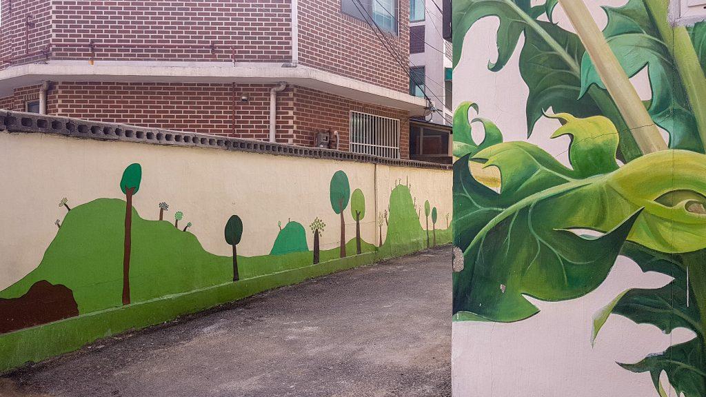 Murales en la zona de verano del Jidong Mural Village, Suwon.