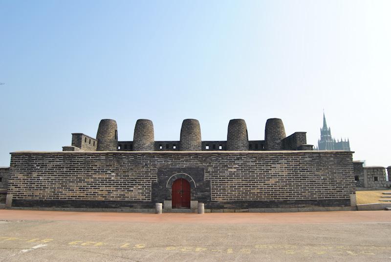Torre Bongdon. Grupo de chimeneas para proteger la ciudad de Suwon.