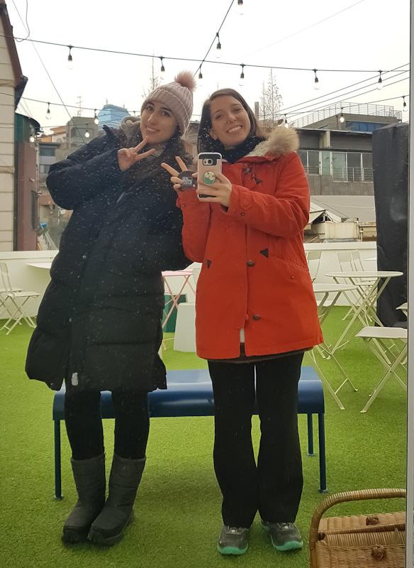 Mery y yo en una tarde de invierno por Seúl.